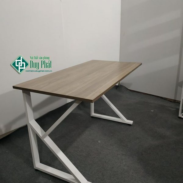 Mẫu bàn làm việc hiện đại chân sắt chữ K