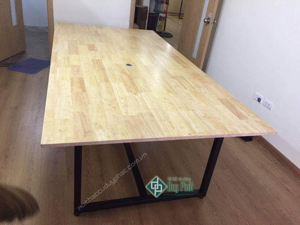 bàn họp mặt gỗ cao su