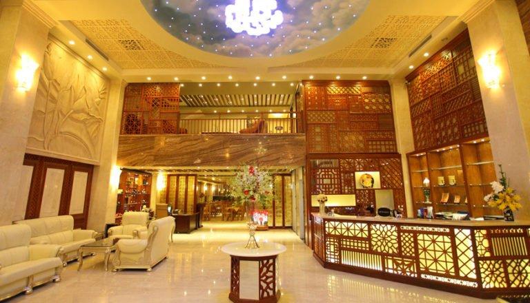TOP 10+ Quầy lễ tân khách sạn đẹp nhất hút tài lộc