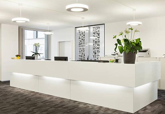 Cách thiết kế quầy lễ văn phòng đẹp và sang trọng nhất