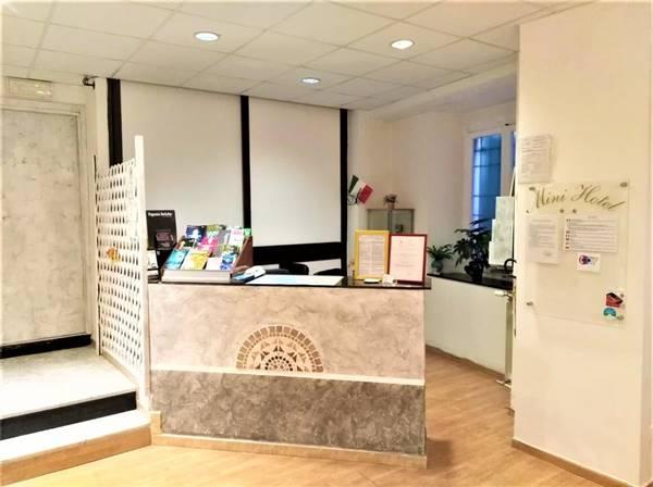 Thiết kế thi công quầy lễ tân văn phòng theo nhu cầu khách hàng